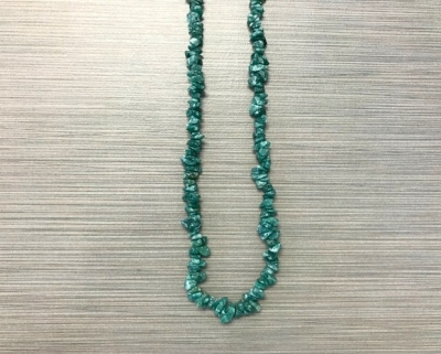 N-8255 - Single Strand Stone Chip Necklace - Green Flourite