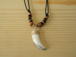 N-8453 - Tiger Shell  Pendant Necklace